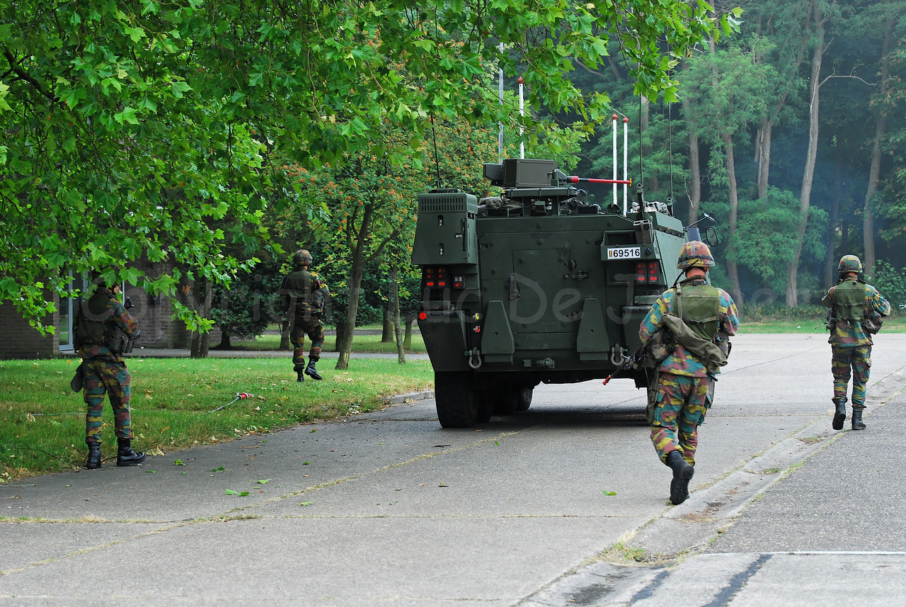 Infantry soldiers of the Belgian Army in training. The soldiers accompany the brand new AIV (Armoured Infantry Vehicle) Piranha IIIC manufactured by MOWAG that will replace the Leopard 1A5 MBT in the Belgian Army.