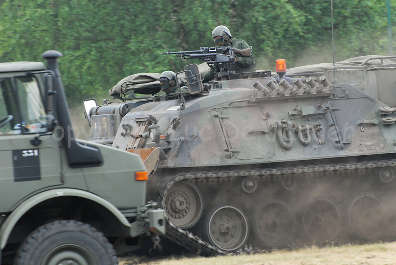 Another tracked vehicle based on the Leopard 1 is this Bergepanzer which helps the bridgelayer in case it's necessary.