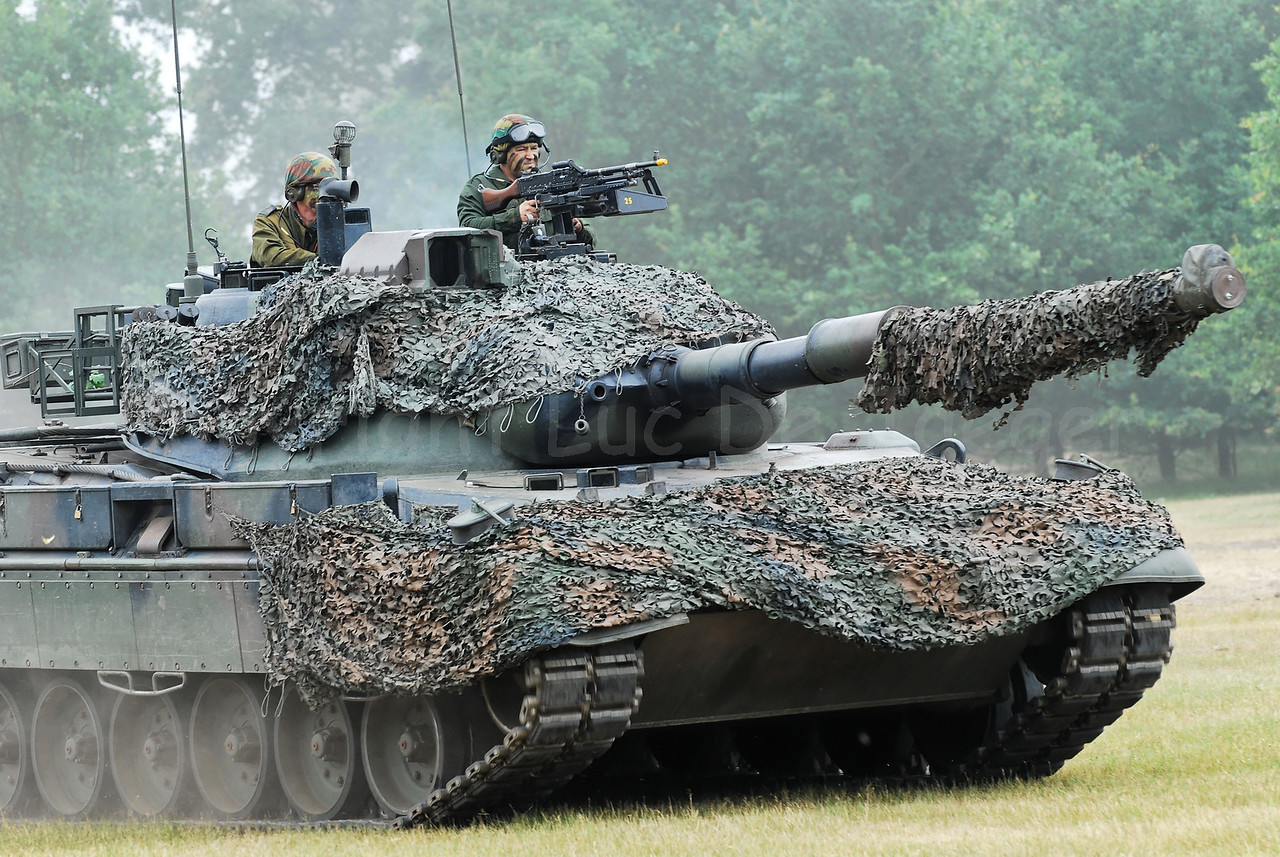 The Leopard 1A5 tank. The Belgian Army decided to replace all tracked vehicles by faster and multipurpose wheeled vehicles. Between 2009 - 2015 the Leopard tank will be replaced by the Piranha IIIC.