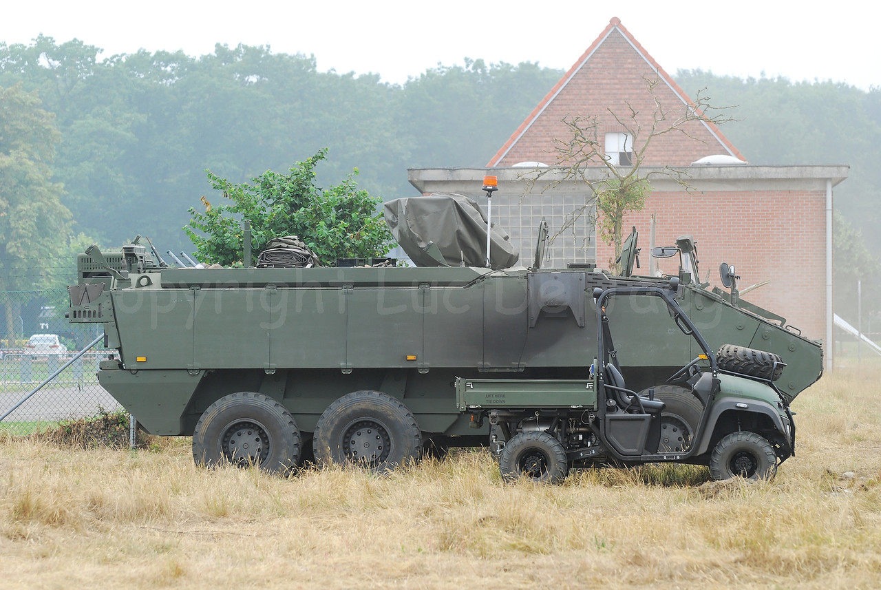 Just in service: the brand new AIV (Armoured Infantry Vehicle) Piranha IIIC manufactured by MOWAG that will replace the Leopard 1A5 MBT in the Belgian Army. In front is the brand new JCB LUV Groundhog 4 x 4 that is since mid 2009 in use by the Belgian Paratroopers