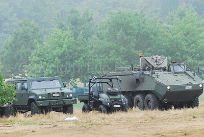 From left to right: the Iveco LMV (Light Multirole Vehicle) that replaces the VW Iltis jeeps in the Belgian Army; the brand new JBC LUV Groundhog 4 x 4 in use by the Belgian Paratroopers and the brand new AIV (Armoured Infantry Vehicle) Piranha IIIC manufactured by MOWAG that will replace the Leopard 1A5 MBT.