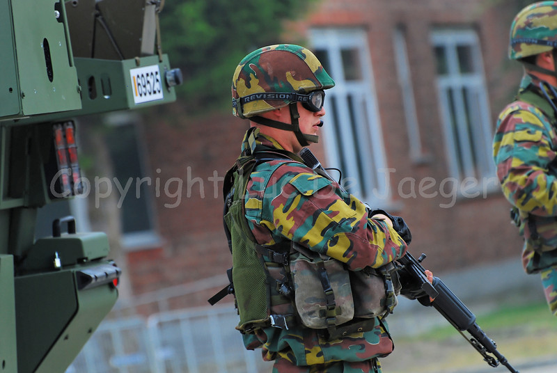 Just in service: the brand new AIV (Armoured Infantry Vehicle) Piranha IIIC manufactured by MOWAG that will replace the Leopard 1A5 MBT in the Belgian Army. The infantry soldier in front of the AIV handles the FN FNC assault rifle and wears goggles by Revision Eyewear.