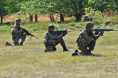 The paratrooper on the left carries the FN Minimi, the soldier in the middle aims his FN F2000 and the solder on the right aims a FNC assault rifle.