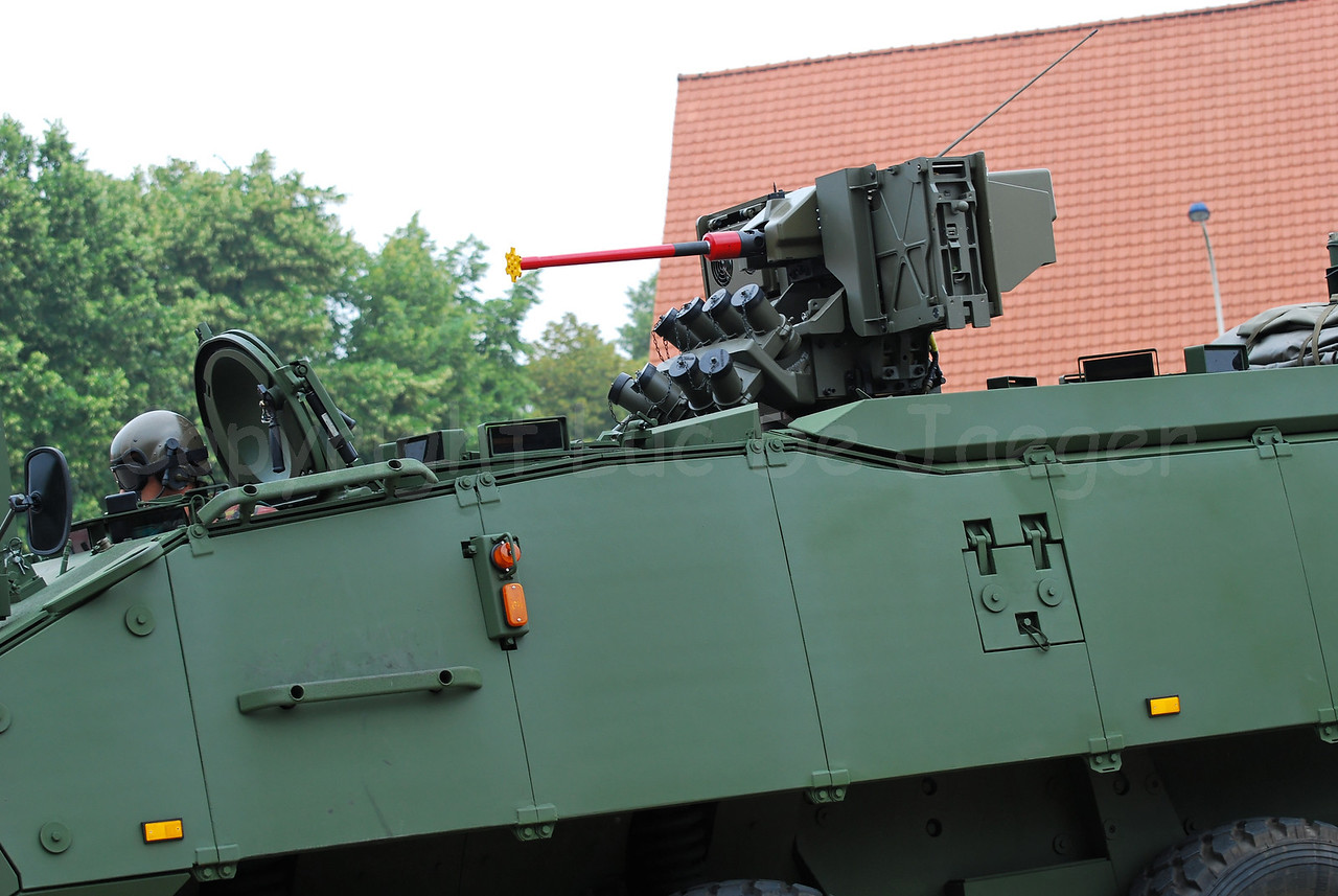 Just in service: the brand new AIV (Armoured Infantry Vehicle) Piranha IIIC manufactured by MOWAG that will replace the Leopard 1A5 MBT in the Belgian Army. This one has the FN Arrows RWS.