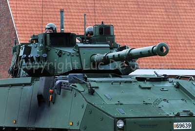 The brand new AIV (Armoured Infantry Vehicle) DF 90 Piranha IIIC manufactured by MOWAG with the LCTS90 weapon system (Cockerill Mk8 90 mm gun).
