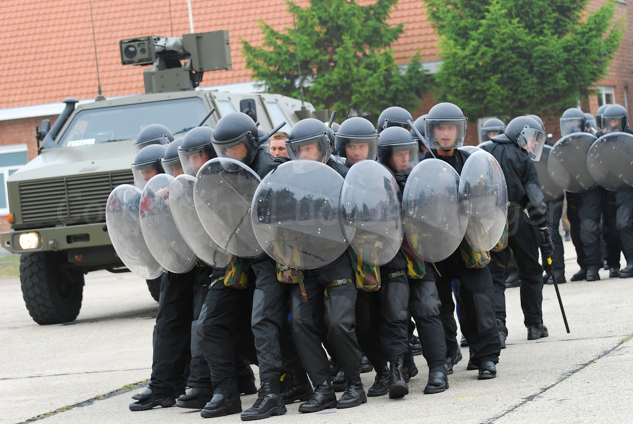 Training in crowd control. Due to the many interventions to restore peace, crowd control has become a new task of the Belgian Army. The soldiers are equiped like riot police officers.