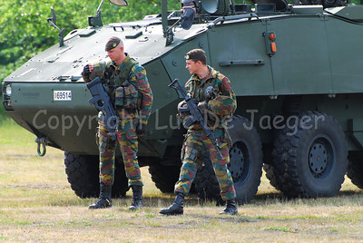 Belgian infantry soldiers in front of the brand new AIV (Armoured Infantry Vehicle) Piranha IIIC manufactured by MOWAG. The soldier on the left carries the FN F2000 assault rifle, the soldier on the right carries the FN FNC.