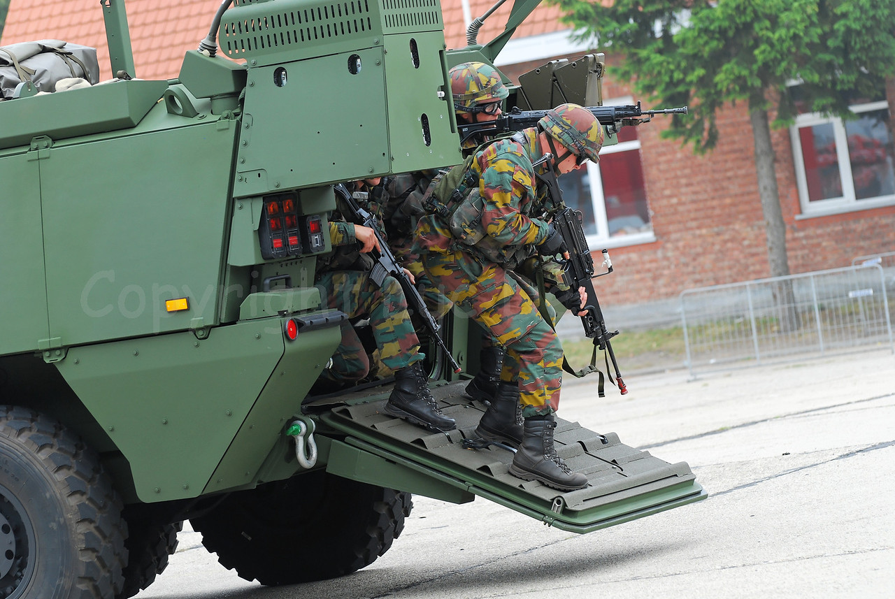 Just in service: the brand new AIV (Armoured Infantry Vehicle) Piranha IIIC manufactured by MOWAG that will replace the Leopard 1A5 MBT in the Belgian Army. Infantry soldiers are deploying. The soldiers wear goggles by Revision Eyewear and handle FN (assault) rifles.