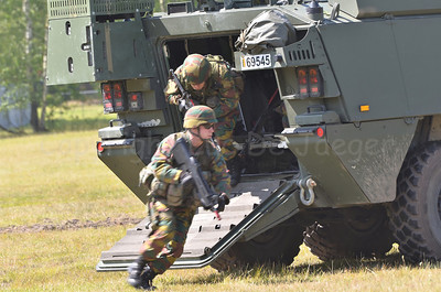 Infantry soldiers of the Belgian Army rushing out of the Piranha IIIC AIV.
