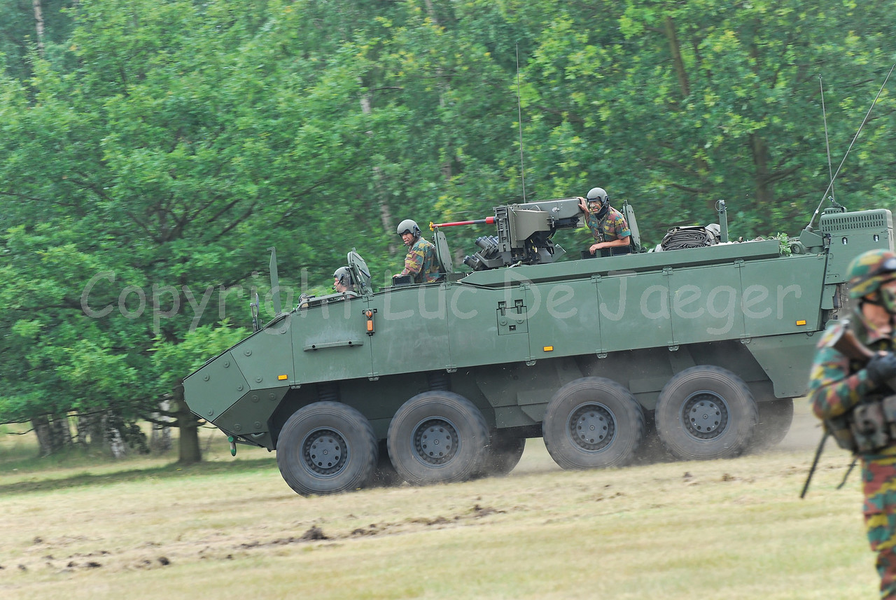 Just in service: the brand new AIV (Armoured Infantry Vehicle) Piranha IIIC manufactured by MOWAG that will replace the Leopard 1A5 MBT in the Belgian Army.