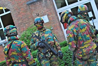 Paratroopers in a hostage rescue operation (HRO) training session.