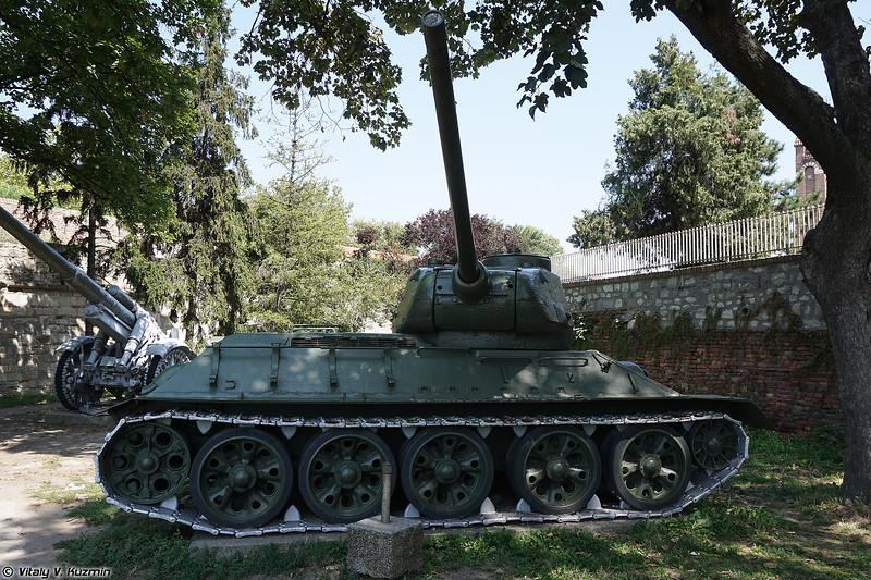 Средний танк Т-34-85 (T-34-85)