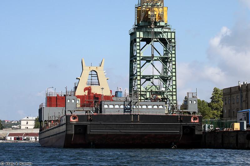 Плавучий кран ПК-400 Севастополь в процессе постройки (PK-400 Sevastopol floating crane under construction)