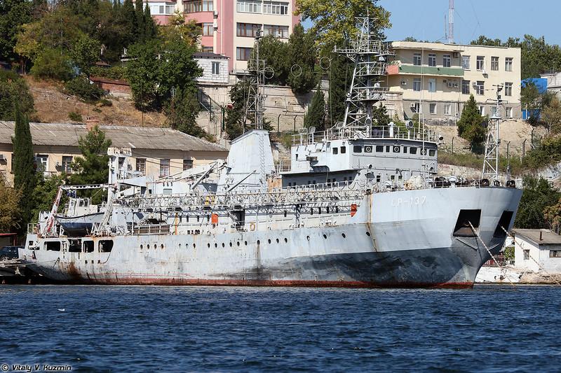Судно размагничивания СР-137 проекта 130 (SR-137 degaussing ship, Project 130)