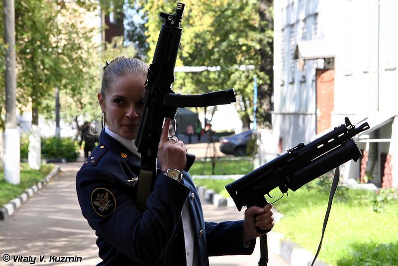 Дамы выбирали что-нибудь компактное - ПП-19-01 Витязь и ПП-19 Бизон (Ladies chose something more compact - PP-19-01 Vityaz and PP-19 Bizon)