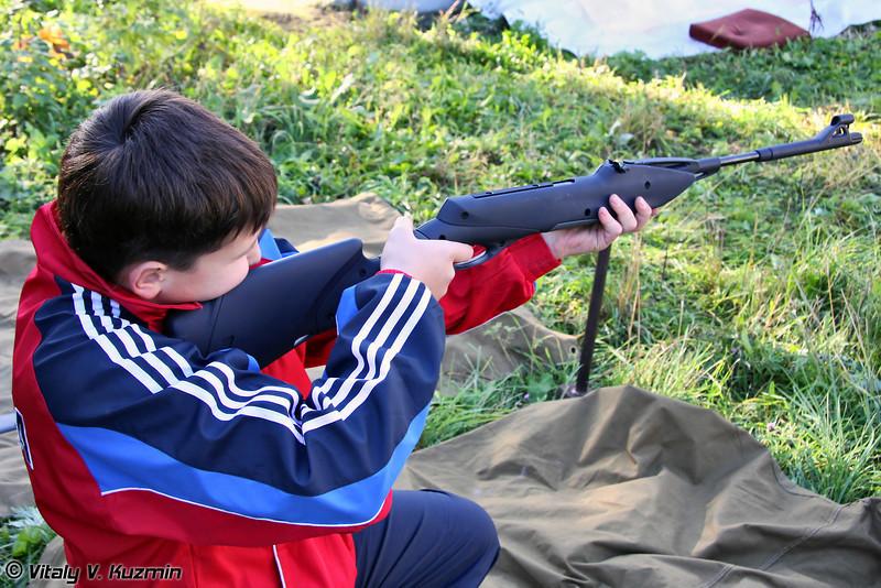 Стрельба из пневматической винтовки (Shooting from airgun)