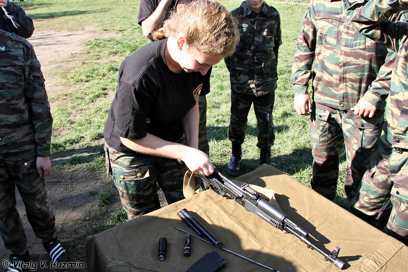 Разборка и сборка автомата Калашникова (Kalashnikov rifle disassembling and assembling)