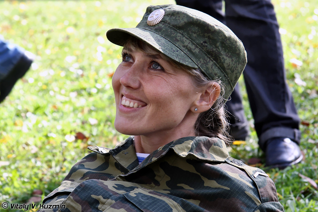 Гвардии ефрейтор ВДВ Светлана Лебедкова из 106-ой ВДД (Guards Lance-Corporal of Airborne troops Svetlana Lebedkova from 106th Airborne division)