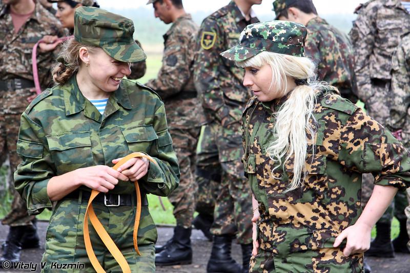 Среди участников во время соревнований была очень дружественная атмосфера, особенно между девушками (There were very warm relations between the participants, especially the ladies)