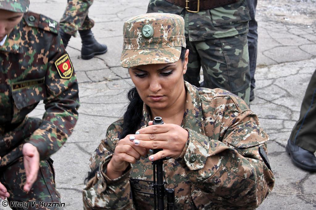 Рядовой Армине Тадевосян служит связисткой в мотострелковых войсках Армении (Private Armine Tadevosyan from Armenia serves as a signaller in Motorized Infantry)