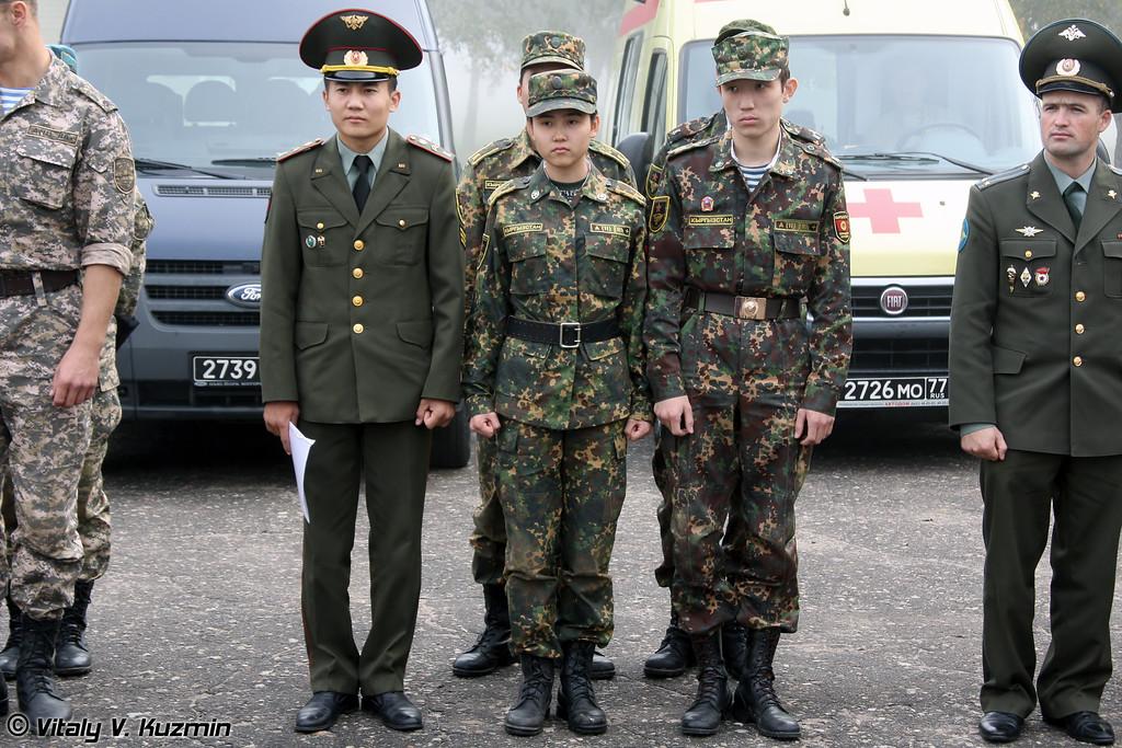 Все участники команды Республики Кыргызстан учатся в Военном университете в Москве. (All members of Kyrgyzstan team are cadets from Moscow Military university)