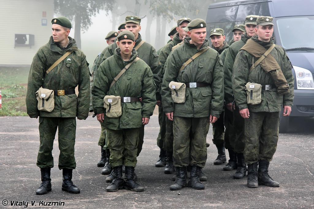 Все обеспечение конкурса осуществлялось военнослужащими таманской дивизии Построение и постановка задачи. (Soldiers from 2nd Guards Tamanskaya Motor Rifle Division)