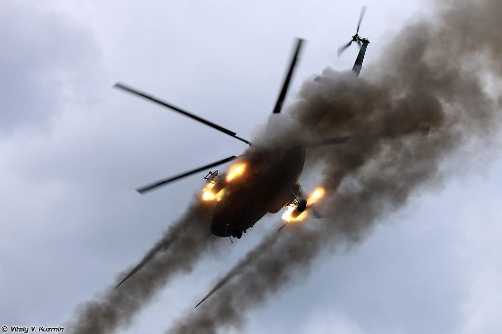 Применение авиационных средств поражения НАР С-8 по колонне боевиков с Ми-8АМТШ (Mi-8AMTSh fires S-8 unguided missiles)