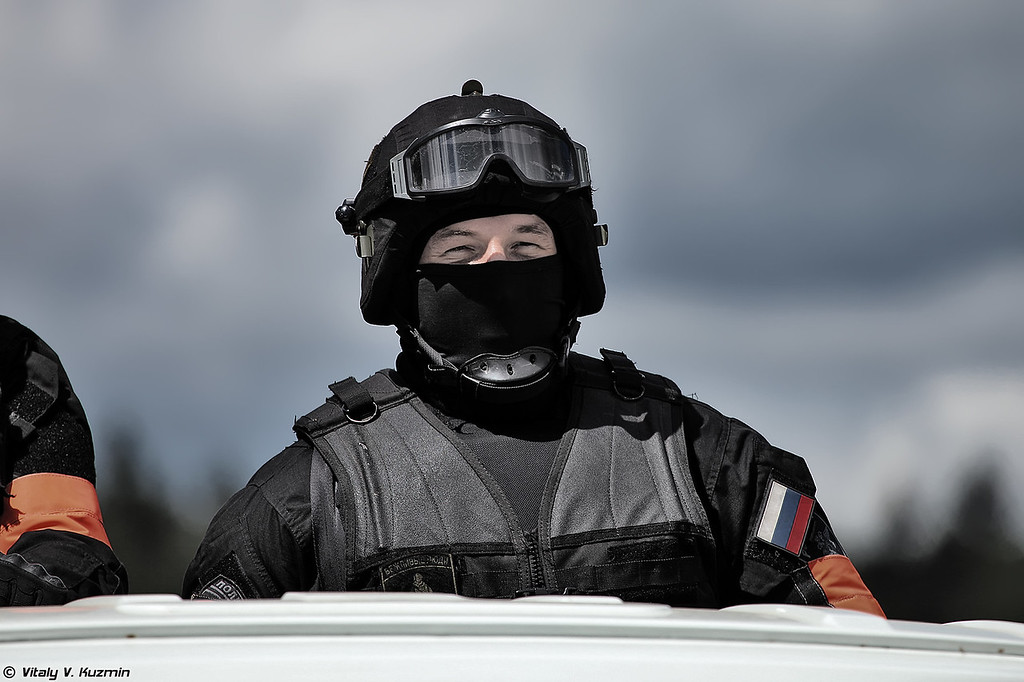 Демонстрация сотрудниками Московского СОБР освобождения заложников (Moscow SOBR showed hostage rescue actions)