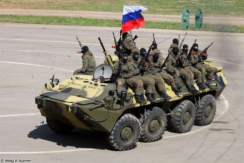 Военнослужащие 33-го ОСН Пересвет Росгвардии показали приемы рукопашного боя (Operators from 33rd OSN Peresvet of National Guard Troops showed hand-to-hand combat skills)