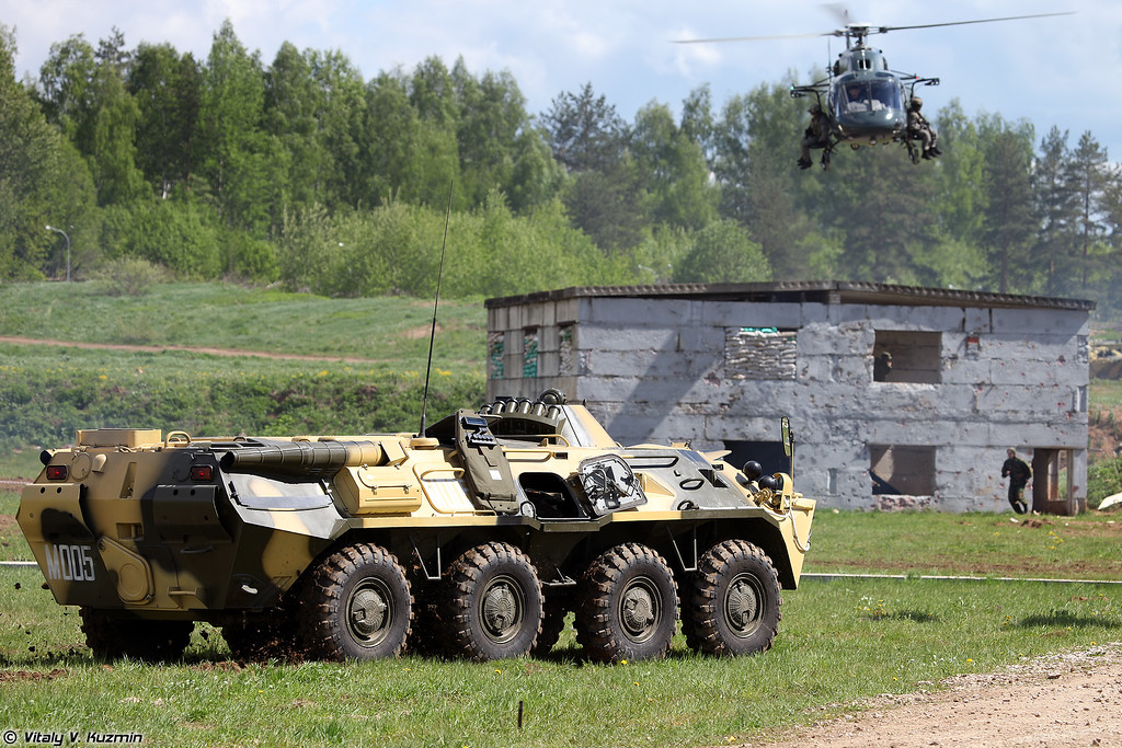 БТР-80М и AS355N Ecureuil 2 (BTR-80M and AS355N Ecureuil 2 helicopter)