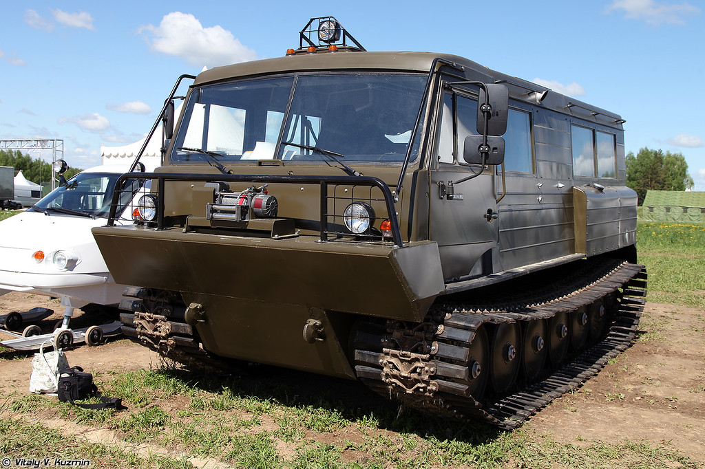 Легкий плавающий снегоболотоход гусеничный ТТМ-3902ПС-01 (TTM-3902PS-01 all-terrain tracked vehicle)