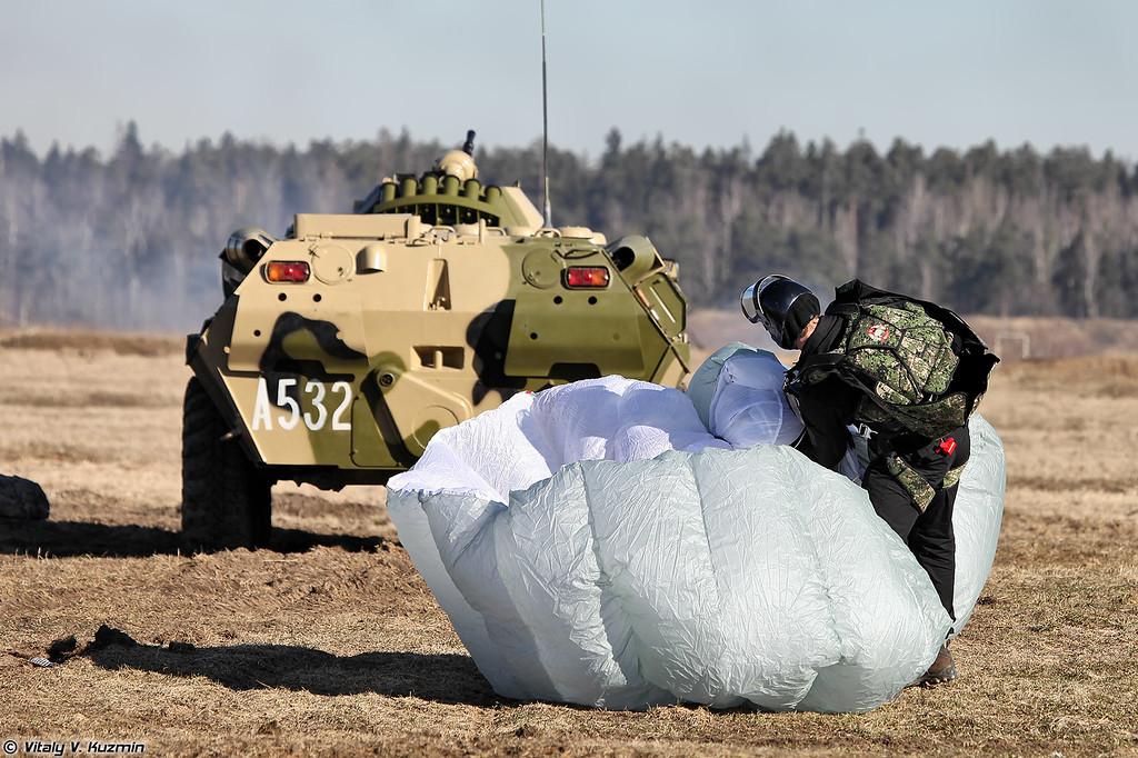 Военнослужащий 604-го ЦСН десантировался с парашютной системой Stayer (604th TsSN operator with Stayer parchute system)