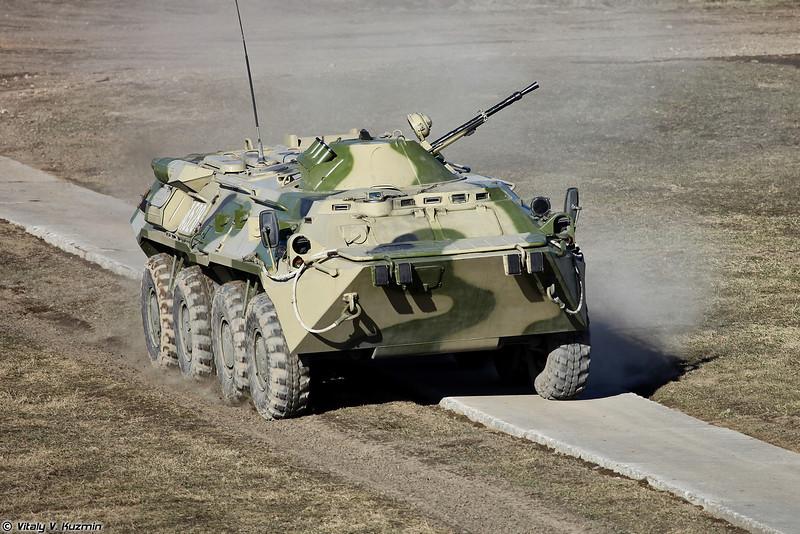 БТР-80 выдвигается на позицию (BTR-80)