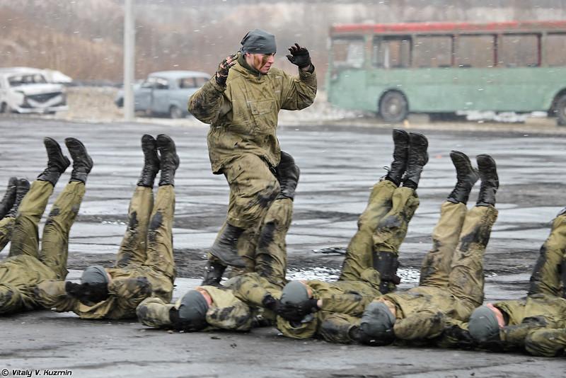 В конце занятия группа 33-го ОСН Пересвет показала приемы рукопашного боя (Operators from 33rd OSN Peresvet showed hand-to-hand combat skills)