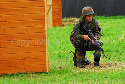 An infantry soldier of the Belgian Army during a MOUT training (Military Operations in Urbain Terrain).