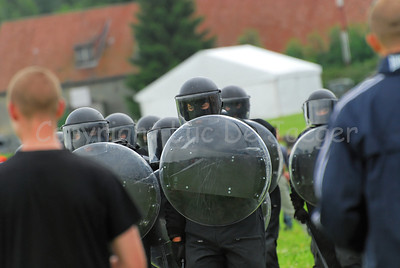 Training of Belgian soldiers in Crowd and Riot Control (CRC).