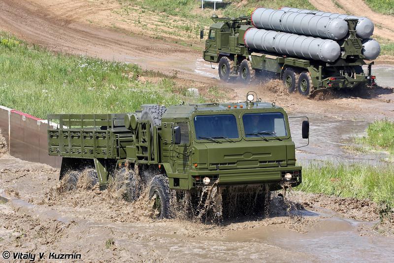 БАЗ-69092-021 для буксировки дизельной электростанции 5И57А и распределительно-преобразовательных устройств 63Т6А из состава ЗРС С-400 (BAZ-69092-021 towing vehicle for 5I57A power generator and 63T6A power converter for S-400 system)