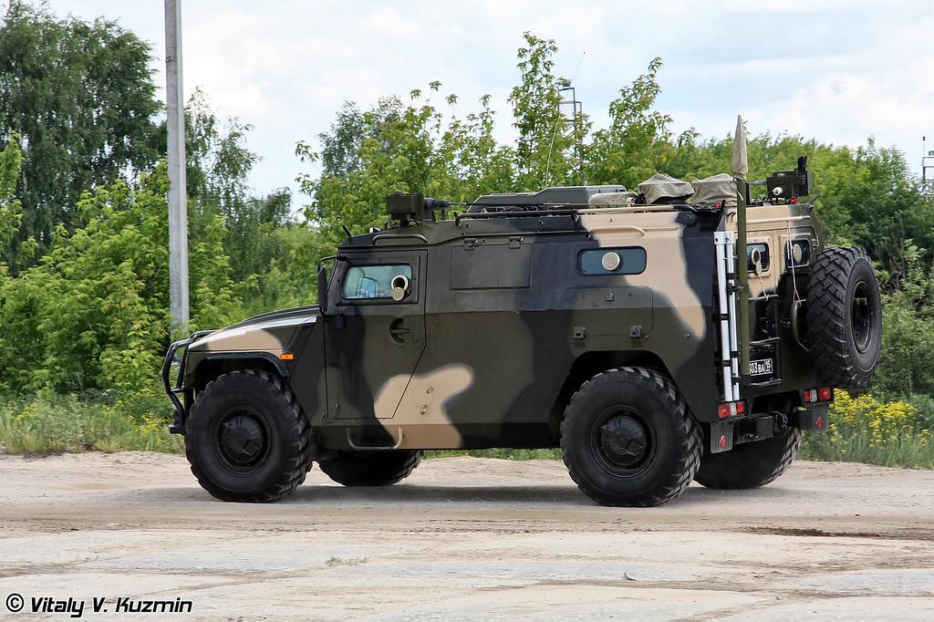 Командно-штабная машина Р-145БМА на базе ГАЗ-233036 (Command vehicle R-145BMA on GAZ-233036 base)