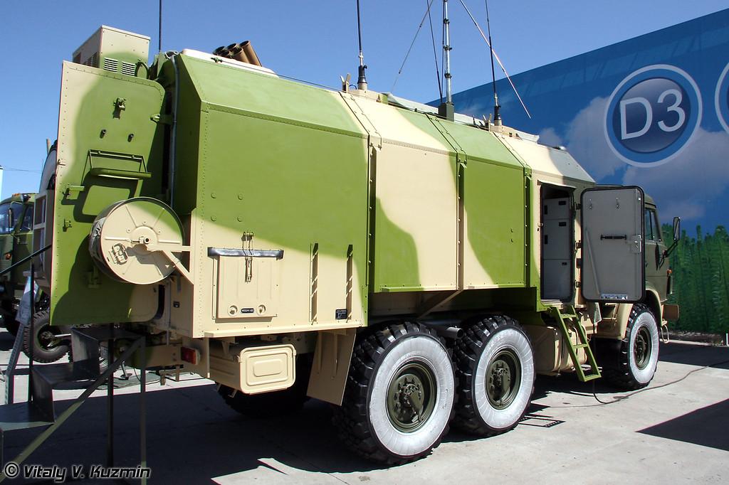 """Унифицированная командно-штабная машина (УКШМ) МП32М1 является составной частью комплекса 9С729М1 """"Слепок-1"""" и предназначена для управления боевыми действиями подразделений, оснащенных РСЗО Смерч (Unified command post vehicle MP32M1, a part of 9S729M1 Slepok-1 complex for MLRS Smerch fire control system)"""