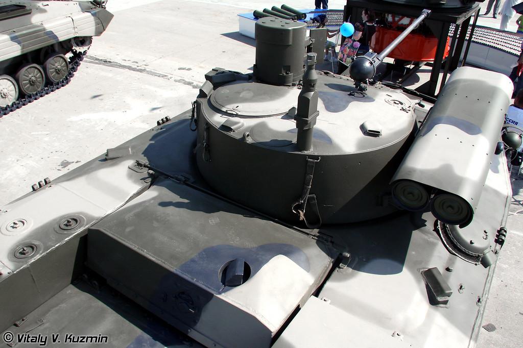"БМД-2 с новым Комплексом вооружения. В данном случае башня оставлена старая, но использованы элементы комплекса ""Бережок"" (BMD-2 with parts of Berezhok weapon system. The turret is from BMD-2, but additional modules from Berezhok system were used for the upgrade)"
