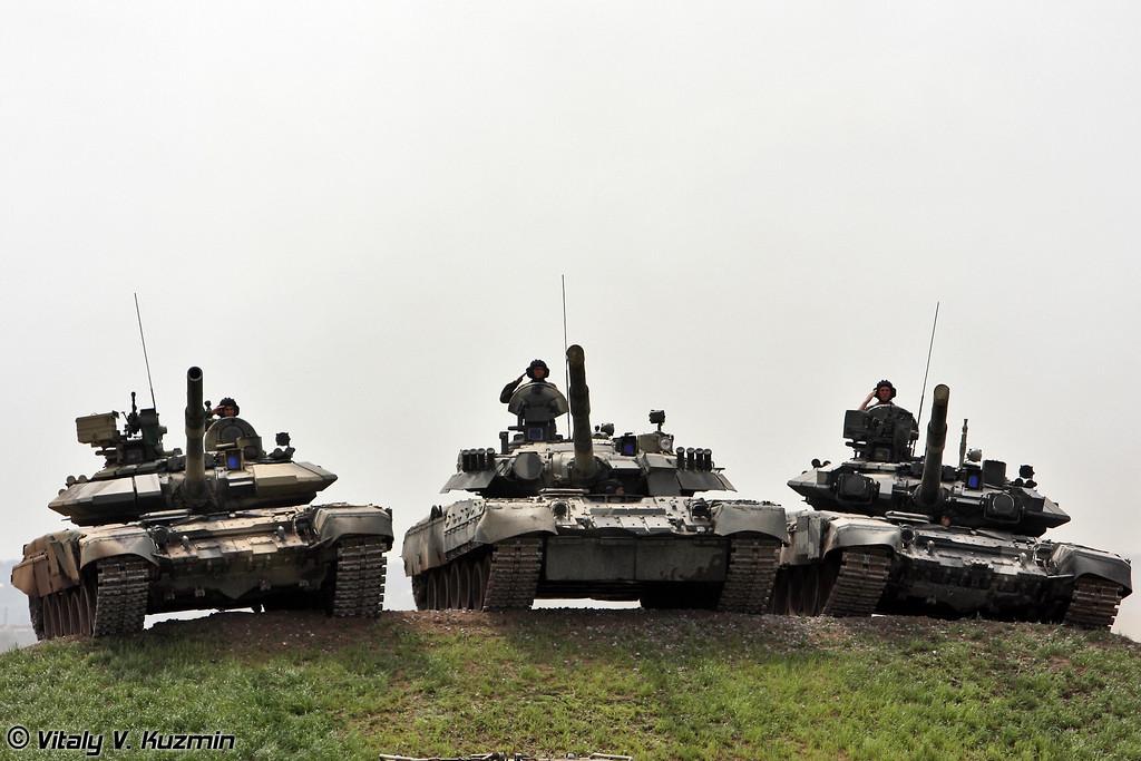 Завершение показа - Т-90С, Т-80У и Т-90А (The final of the show - T-90S, T-80U and T-90A)