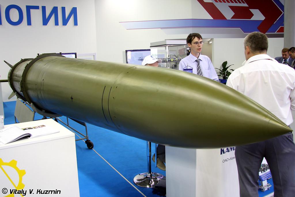 Твердотопливная, одноступенчатая, управляемая на всей траектории полета, с неотделяемой в полете головной частью ракета комплекса Искандер-Э (Iskander-E missile)