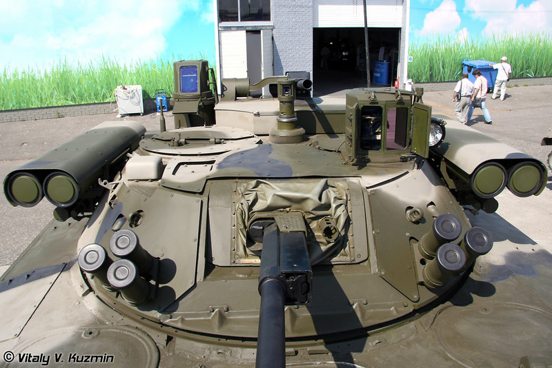 "В состав комплекса входят: 30-мм автоматическая пушка 2А42, 30-мм автоматический гранатомет АГ-30, 4 пусковые установки ПТУР ""Корнет-Э"" и 7.62-мм пулемет. (The system contains: 30-mm 2A42 gun, 30-mm grenade launcher AG-30, 4 ATGM Kornet-E, 7.62 machine gun)"