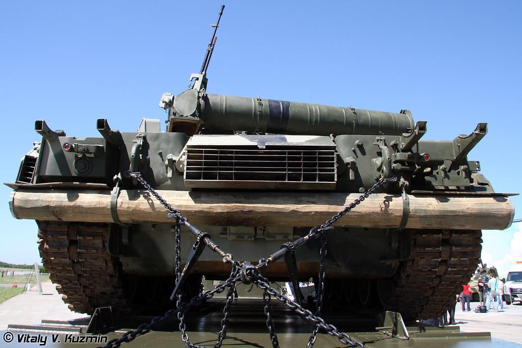 Седельный тягач Урал-63704 и Т-80У (Ural-63704 with T-80U)