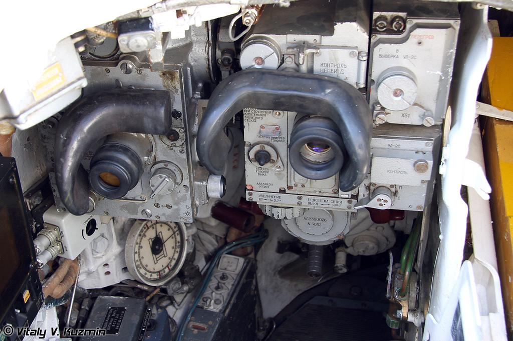 Т-80У (T-80U) Место наводчика-оператора (Gunner seat)