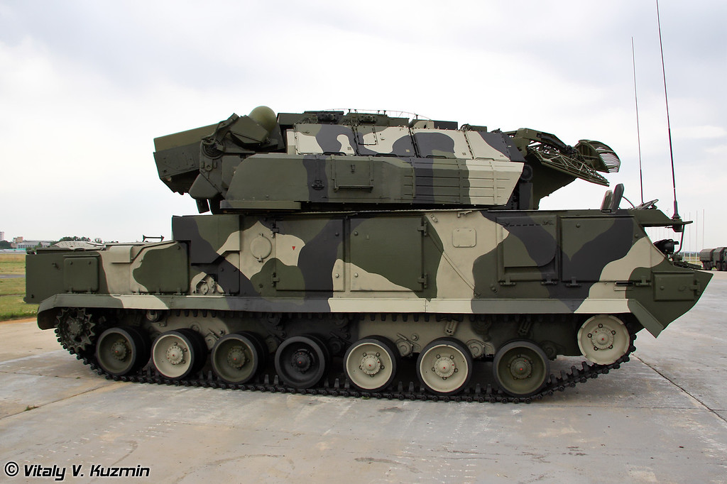 Боевая машина 9А330 ЗРС Тор-М1 (Combat vehicle 9A330 for Tor-M1 air defence system)
