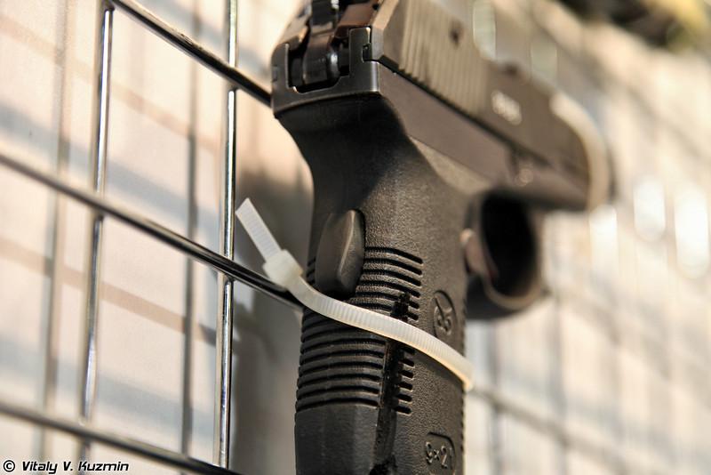 9-мм пистолет СР1ПМ представляет собой уже глубокую модернизацию пистолета СР1М (Upgraded 9mm SR1PM pistol)