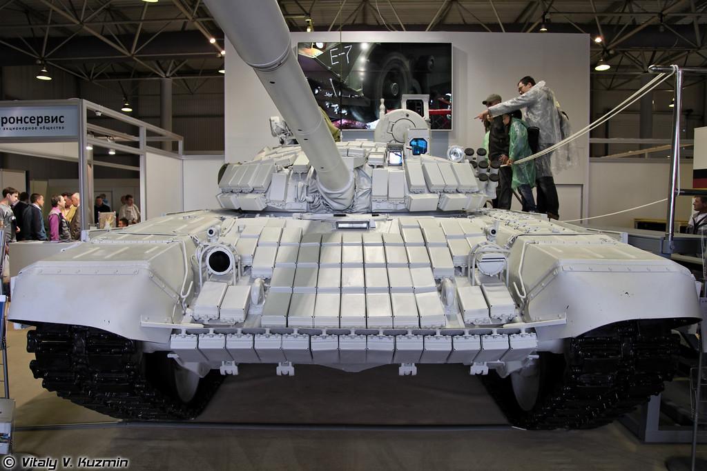 Танк Т-72Б1, модернизированный 61-м БТРЗ, иногда называют Белый орел (Upgraded T-72B1 also know as White eagle)
