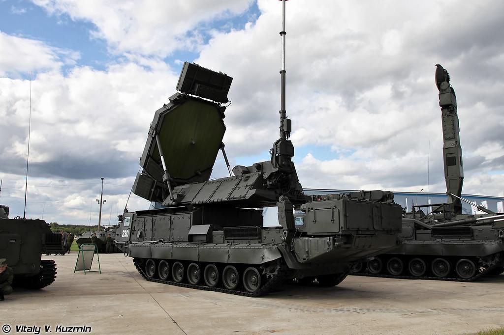 С-300В многоканальная станция наведения ракет 9С32 (S-300V 9S32 engagement radar)