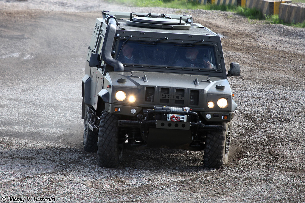 Бронеавтомобиль Iveco LMV Рысь (Iveco LMV Lynx armoured vehicle)